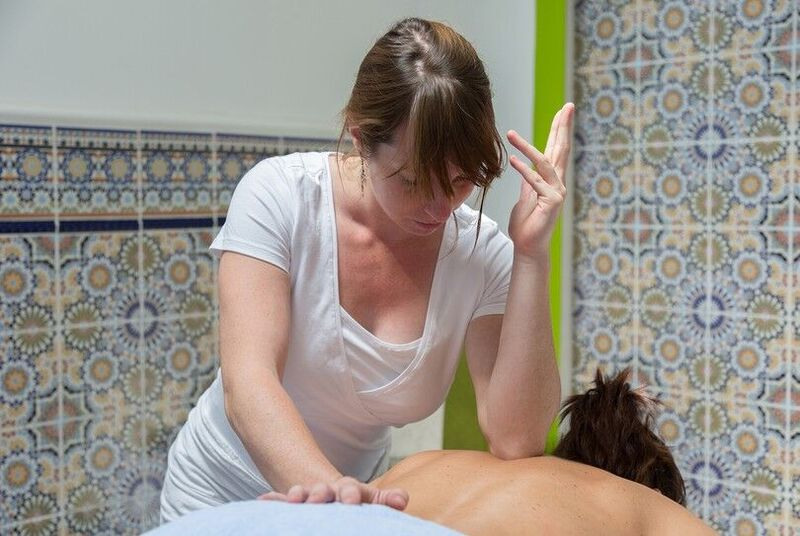 Deep Tissue Massage , Amsterdam , Massage , Spaarndammerbuurt, Amsterdam-West, ontspanning, spierpijn, behandeling